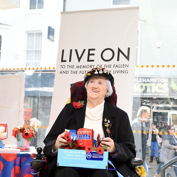 Poppy Appeal collector Daphne Snowden